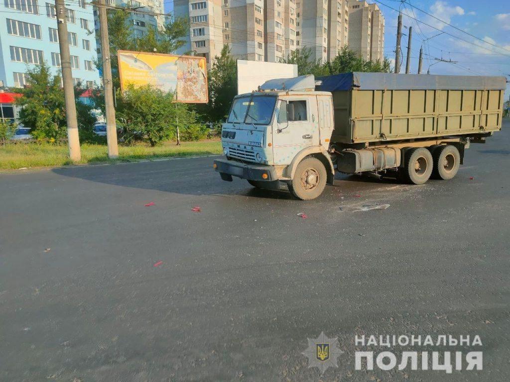 В Николаеве на Терновском кольце грузовик врезался в «Шкоду»: пострадали двое детей (ФОТО) 5