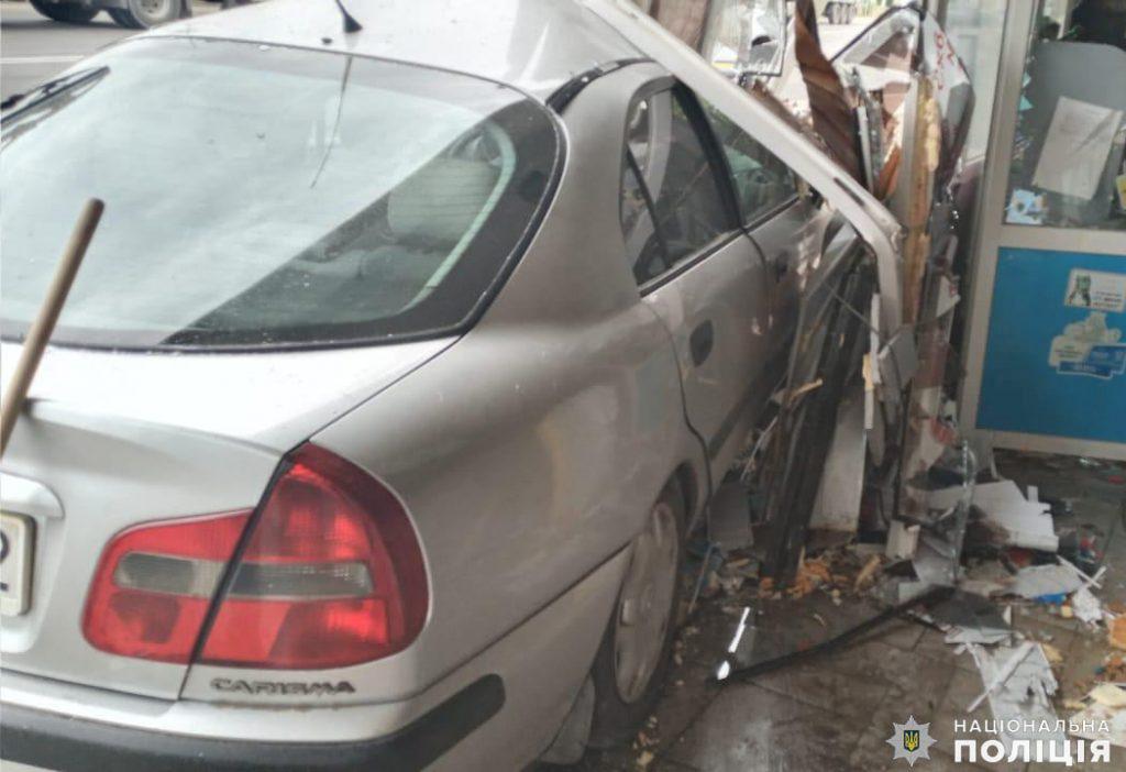 На Николаевщине ранним утром Mitsubishi врезался в магазин - пострадала пассажир авто (ФОТО) 5