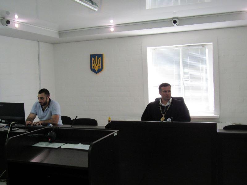 Суд в Николаеве отправил в СИЗО замдиректора первомайской охранной фирмы, предлагавшего полицейскому $5 тыс. взятки (ФОТО) 7