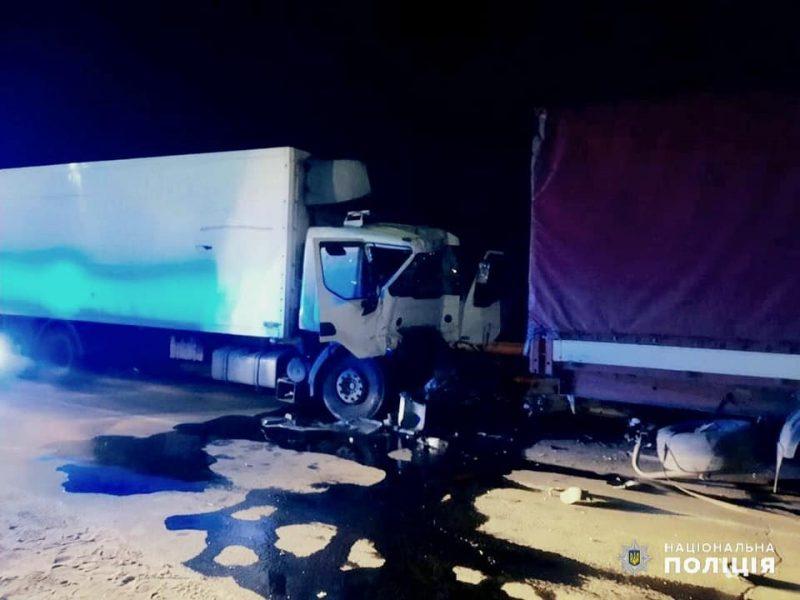 В Николаеве водитель одной фуры врезался в другую фуру и погиб. Его пассажир – в больнице с травмами (ФОТО)