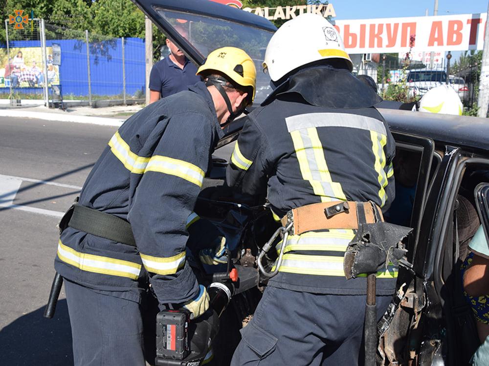 ДТП в Николаеве у «Эпицентра»: пострадали женщина и мужчина, их доставили в больницу (ФОТО, ВИДЕО) 5