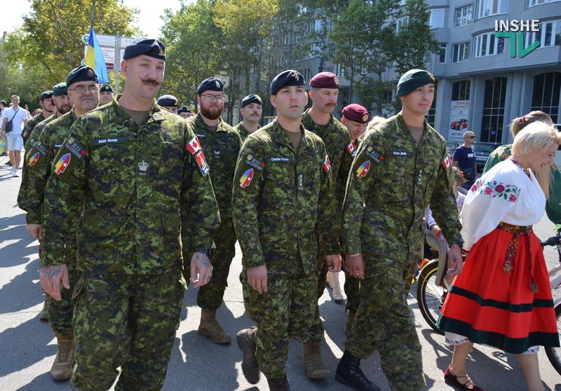 «Путин х**ло!»: в Николаеве прошел свой парад в честь Дня Независимости (ФОТО) 5