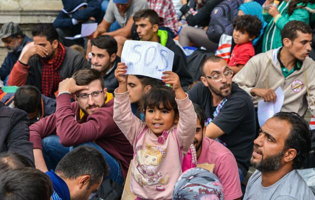 Вал мексиканских мигрантов захлестнул южную границу США