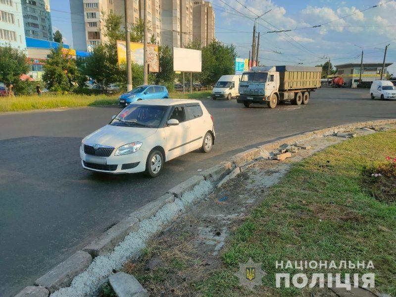 В Николаеве на Терновском кольце грузовик врезался в «Шкоду»: пострадали двое детей (ФОТО)