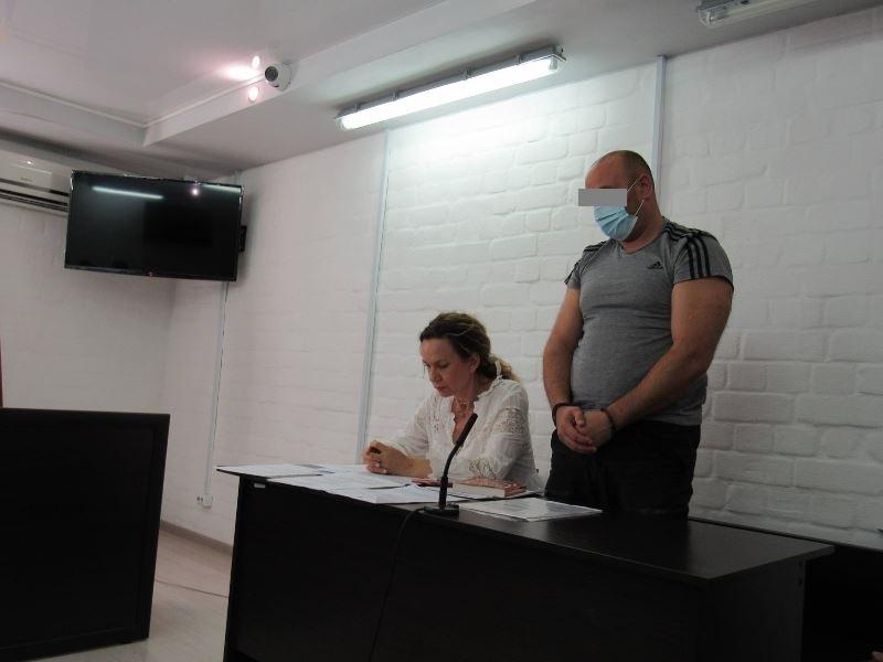 Суд в Николаеве отправил в СИЗО замдиректора первомайской охранной фирмы, предлагавшего полицейскому $5 тыс. взятки (ФОТО) 1