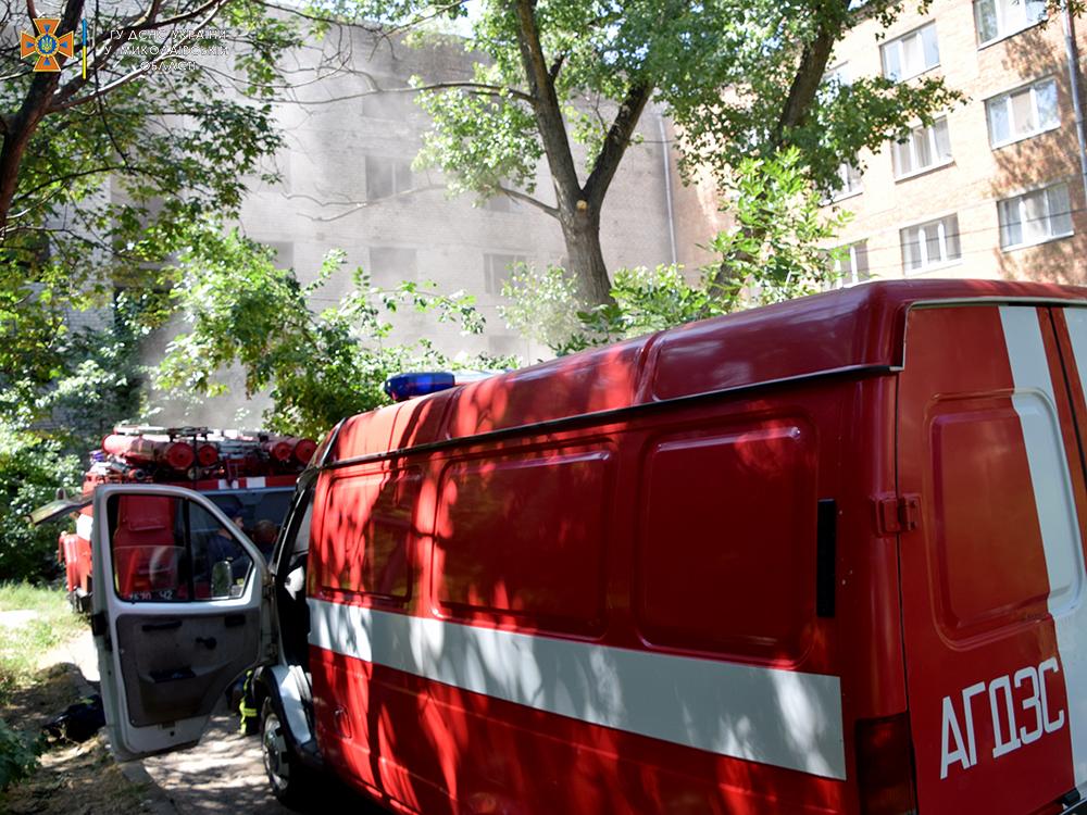 В Николаеве тушили пожар в брошенном недострое (ФОТО, ВИДЕО) 1