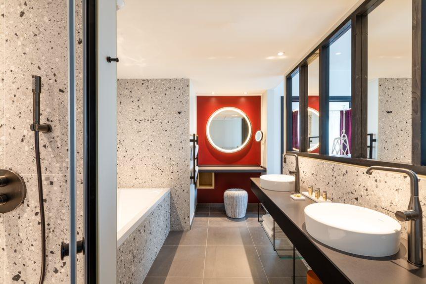 Во французском Бордо нефтяной завод стал 5-звездочным отелем (ФОТО) 1