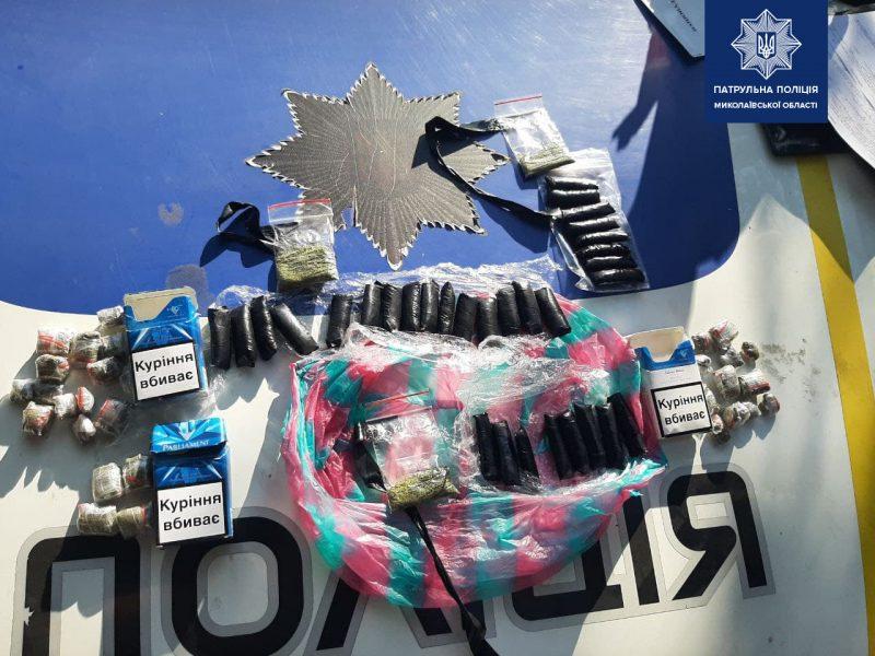 В Николаеве патрульные задержали «закладчиков» с 60 пакетиками с марихуаной (ФОТО)