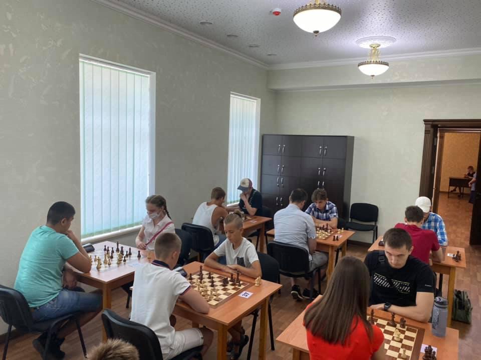 Шахматный блиц-турнир в Николаеве с призовым фондом 10 тыс.грн. выиграл 16-летний шахматист из Черноморска (ФОТО) 7
