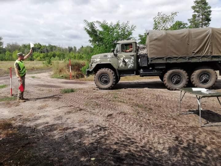 Чтобы по пересеченной местности – как по асфальту: тренировались водители николаевской «79-ки» (ФОТО) 9