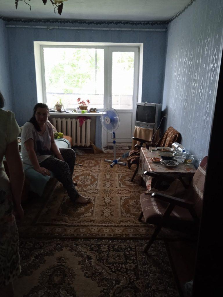 В райцентре Николаевской области неадекватный мужчина угрожал выбросить годовалого ребенка с балкона третьего этажа (ФОТО) 9