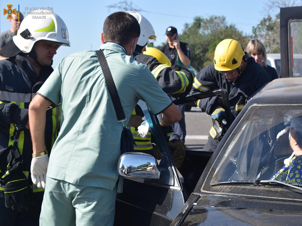 ДТП в Николаеве у «Эпицентра»: пострадали женщина и мужчина, их доставили в больницу (ФОТО, ВИДЕО) 9