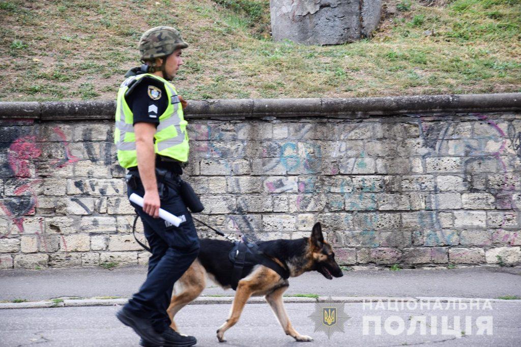 Задержание вооруженных преступников, обезвреживание взрывчатки, штурм здания – как и чему учились полицейские в Николаеве (ФОТО, ВИДЕО) 9
