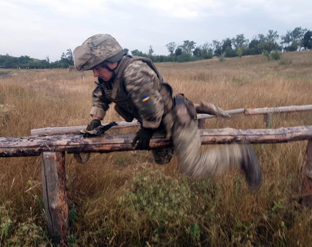 Чтобы стрелять из любого положения: как тренируют николаевских десантников (ФОТО) 7