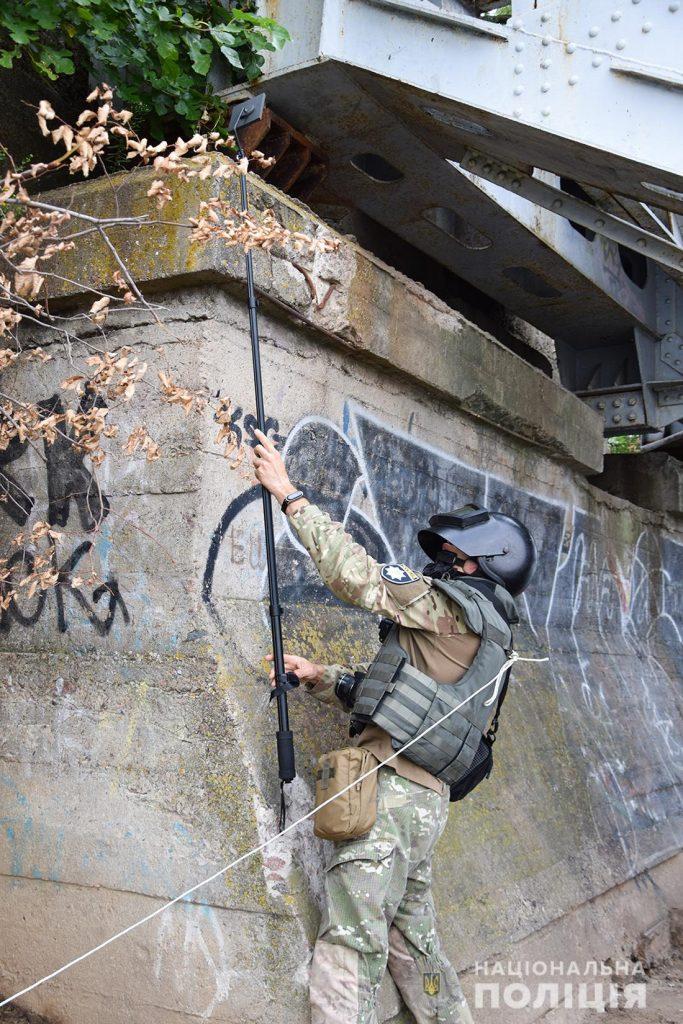 Задержание вооруженных преступников, обезвреживание взрывчатки, штурм здания – как и чему учились полицейские в Николаеве (ФОТО, ВИДЕО) 11