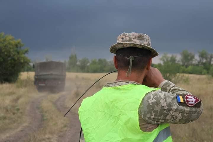 Чтобы по пересеченной местности – как по асфальту: тренировались водители николаевской «79-ки» (ФОТО) 13