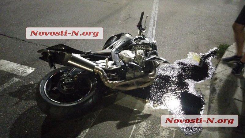 В Николаеве в ДТП разбился на мотоцикле известный тренер ММА