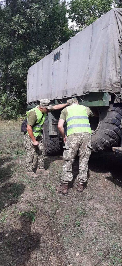 Чтобы по пересеченной местности – как по асфальту: тренировались водители николаевской «79-ки» (ФОТО) 15