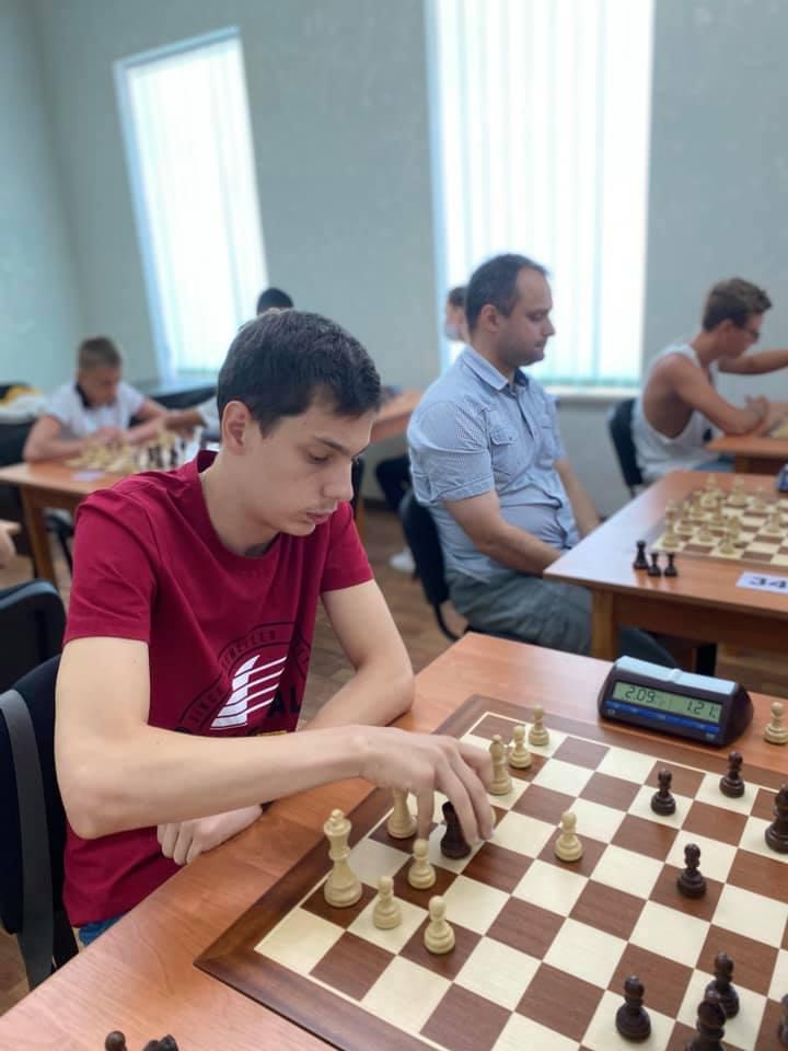 Шахматный блиц-турнир в Николаеве с призовым фондом 10 тыс.грн. выиграл 16-летний шахматист из Черноморска (ФОТО) 15