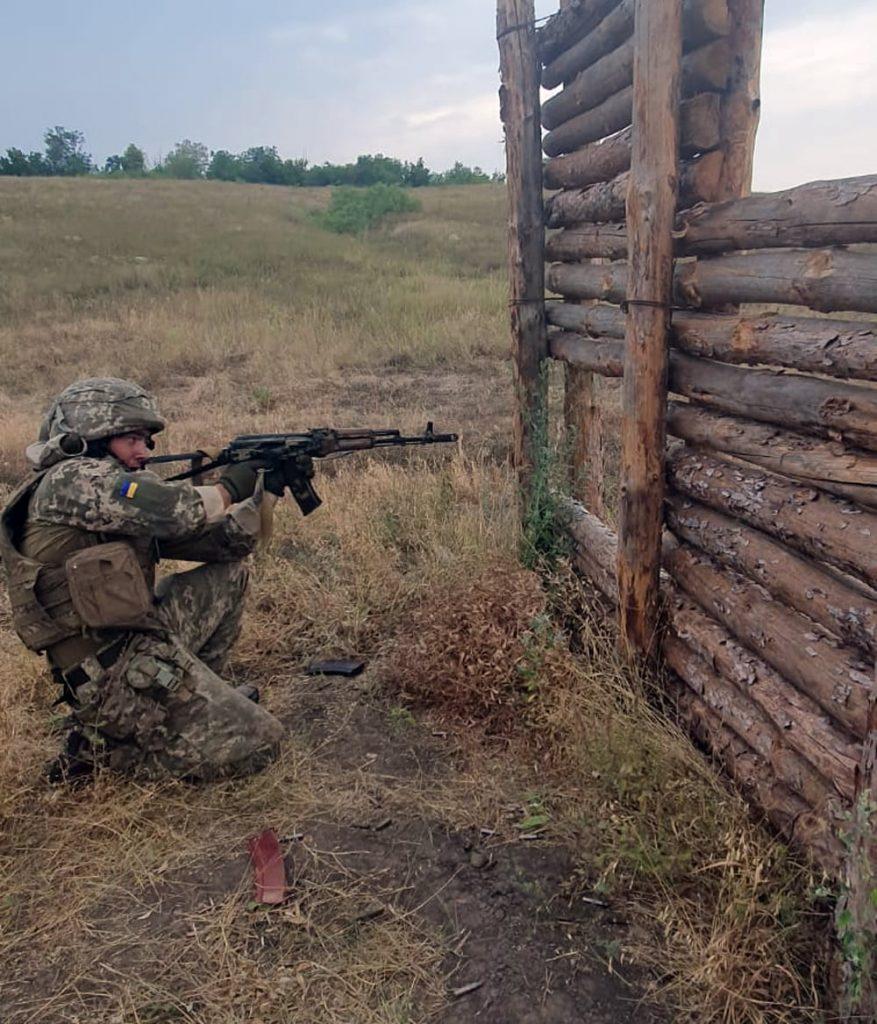 Чтобы стрелять из любого положения: как тренируют николаевских десантников (ФОТО) 13