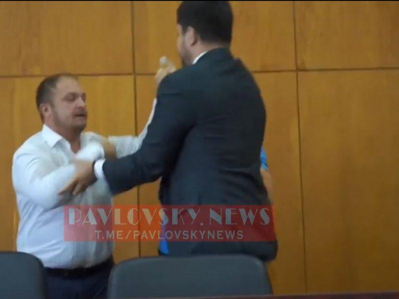 В Конотопе мэр города Семенихин подрался с нардепом от СН Качурой (ВИДЕО)
