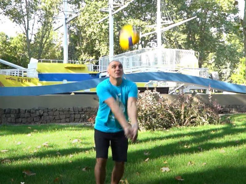 Мэры украинских городов приняли участие в волейбольном флешмобе (ВИДЕО)