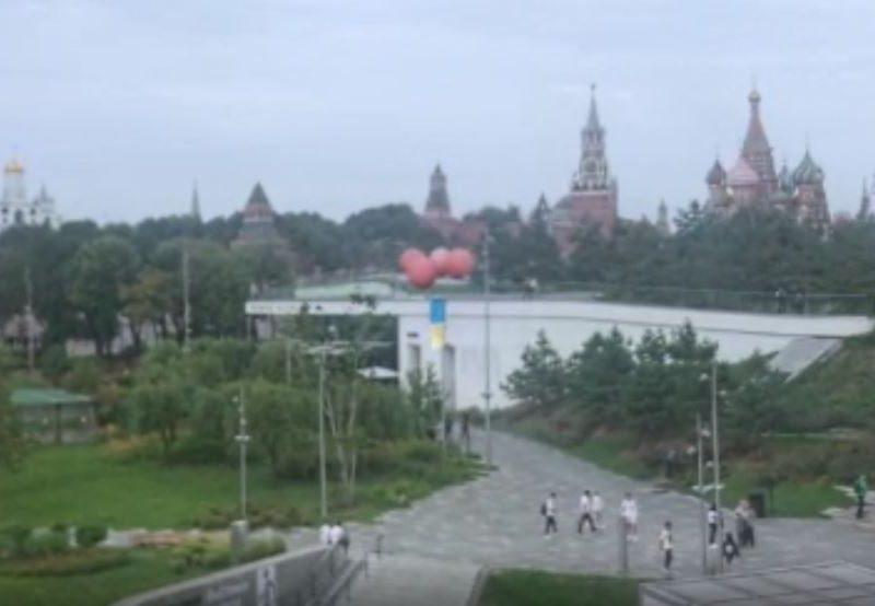 В Москве запустили Государственный Флаг Украины — возле Кремля (ВИДЕО)