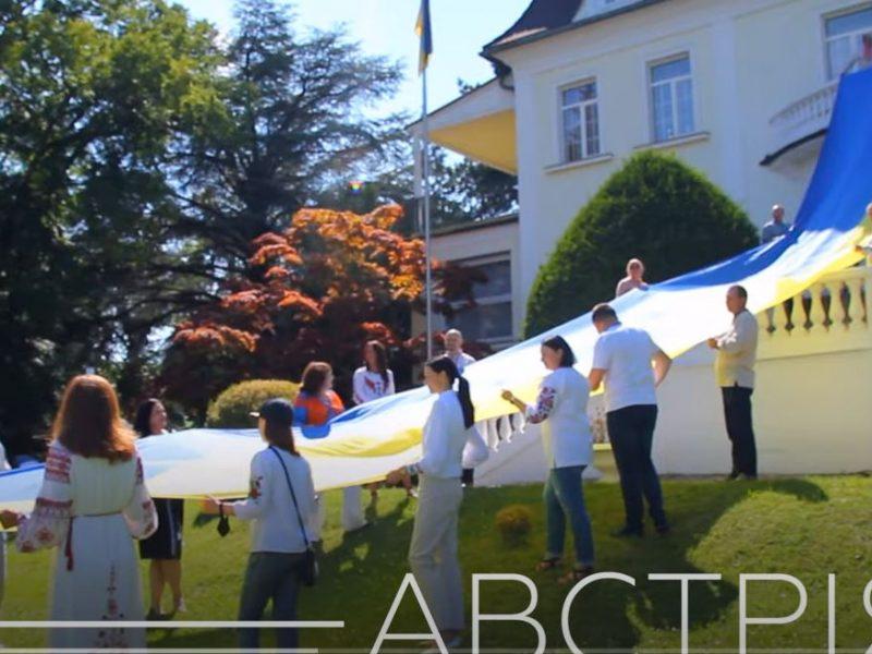 Украинцы в разных странах мира подняли сегодня Государственные Флаги (ВИДЕО)