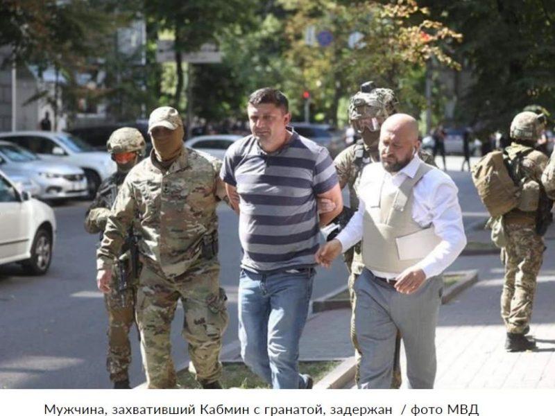 Захвативший Кабмин ветеран был дважды ранен, — глава Нацполиции (ВИДЕО)