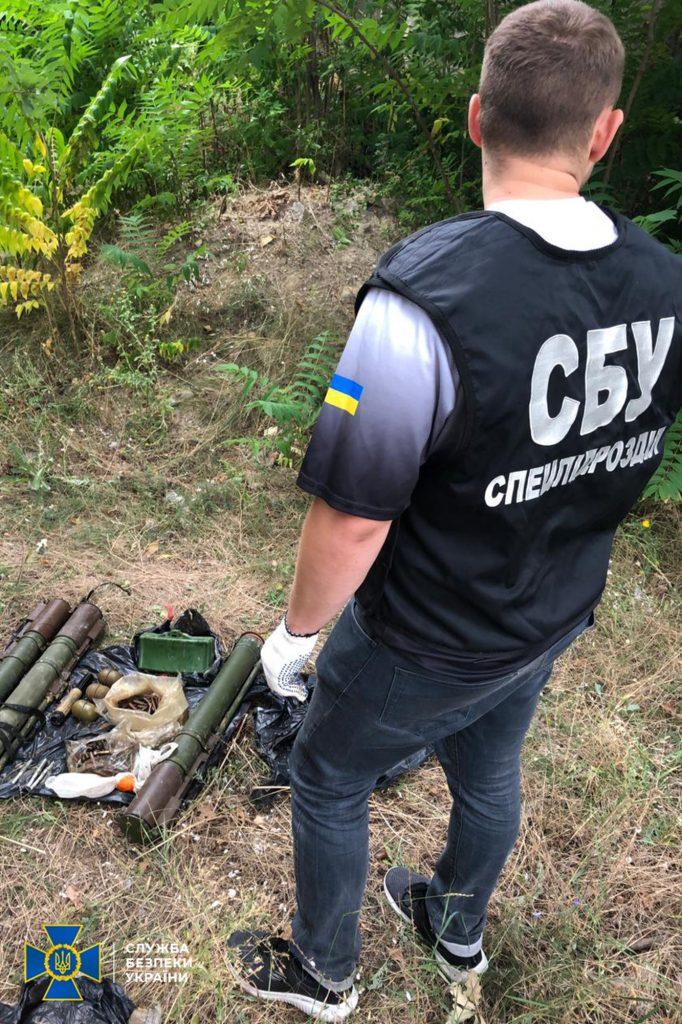 В Николаеве, Киевской и Луганской областях обнаружили тайники с гранатами и минами (ФОТО) 1