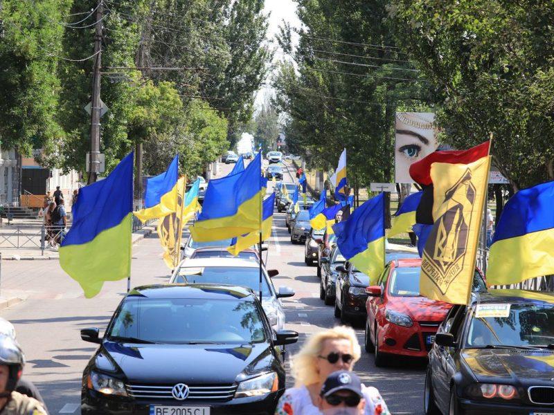 В Николаеве прошел масштабный автопробег ко Дню Флага Украины (ФОТО)