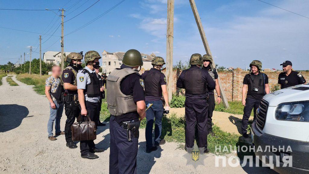 Задержание вооруженных преступников, обезвреживание взрывчатки, штурм здания – как и чему учились полицейские в Николаеве (ФОТО, ВИДЕО) 17