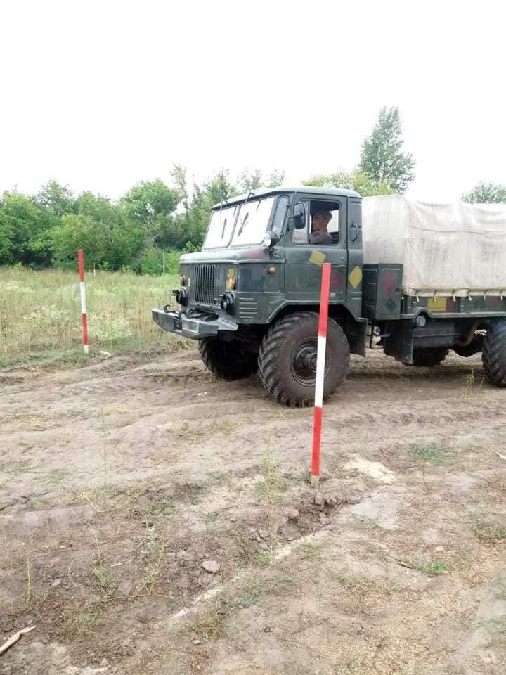 Чтобы по пересеченной местности – как по асфальту: тренировались водители николаевской «79-ки» (ФОТО) 19