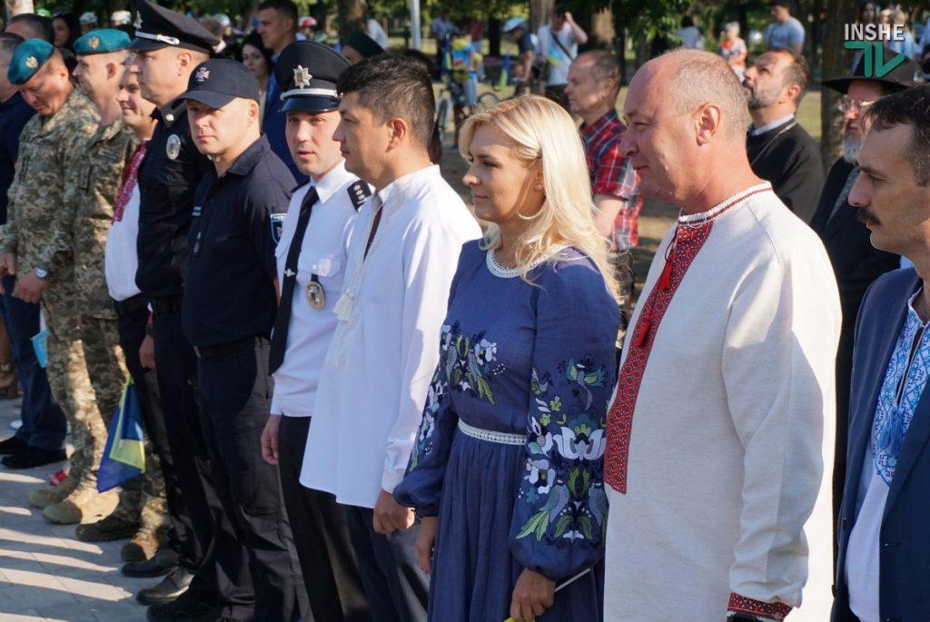 В Николаеве подняли самый большой Флаг Украины в Николаевской области (ФОТО и ВИДЕО) 5