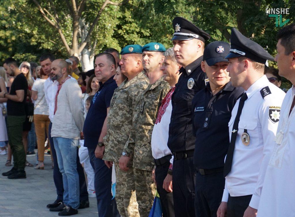 В Николаеве подняли самый большой Флаг Украины в Николаевской области (ФОТО и ВИДЕО) 7