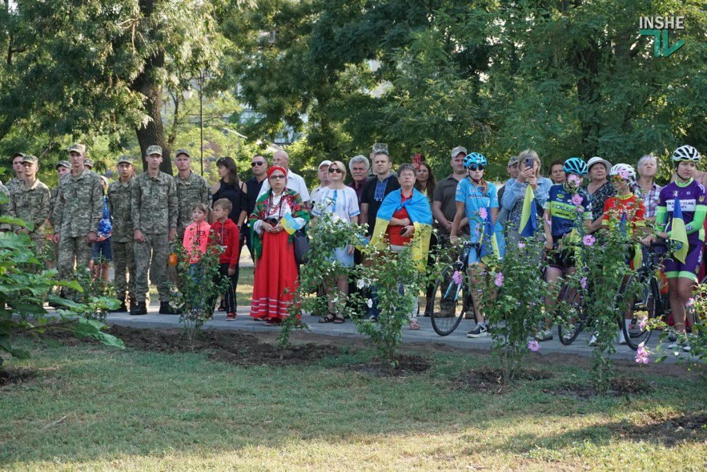 В Николаеве подняли самый большой Флаг Украины в Николаевской области (ФОТО и ВИДЕО) 11
