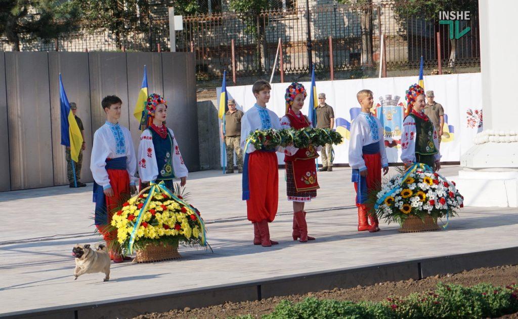 В Николаеве подняли самый большой Флаг Украины в Николаевской области (ФОТО и ВИДЕО) 13