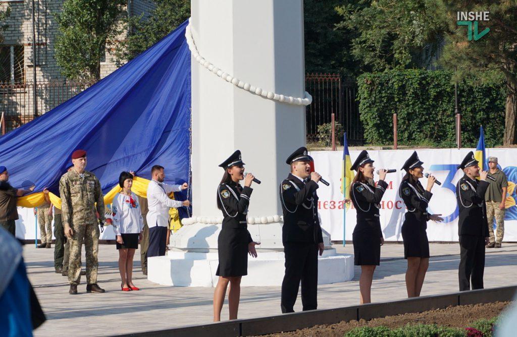 В Николаеве подняли самый большой Флаг Украины в Николаевской области (ФОТО и ВИДЕО) 17