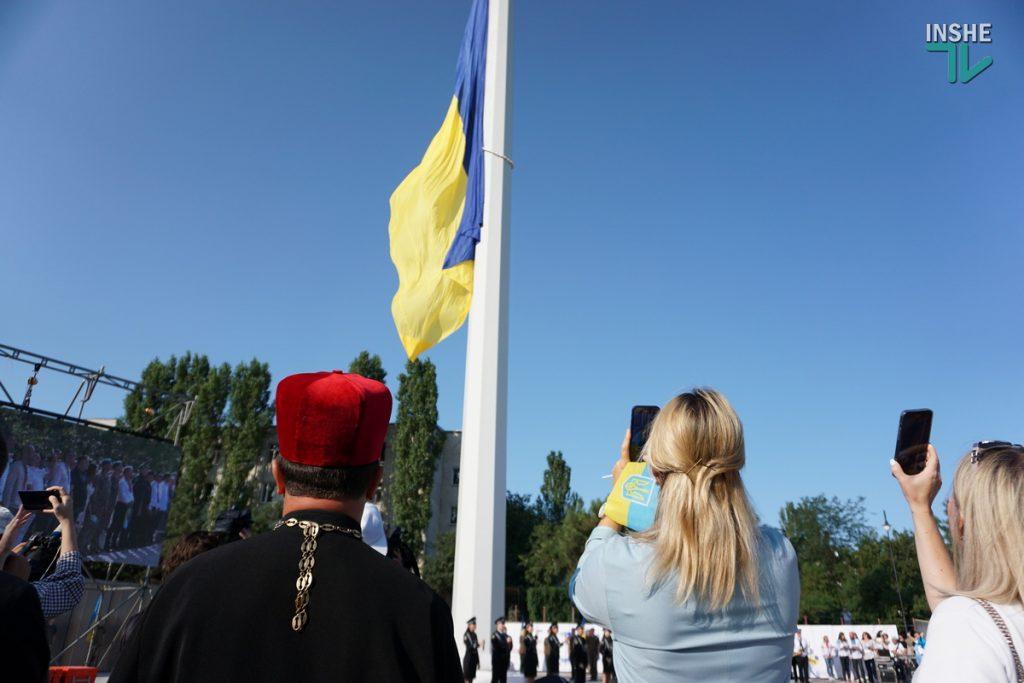 В Николаеве подняли самый большой Флаг Украины в Николаевской области (ФОТО и ВИДЕО) 19