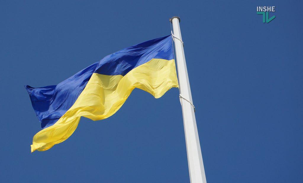 В Николаеве подняли самый большой Флаг Украины в Николаевской области (ФОТО и ВИДЕО) 23