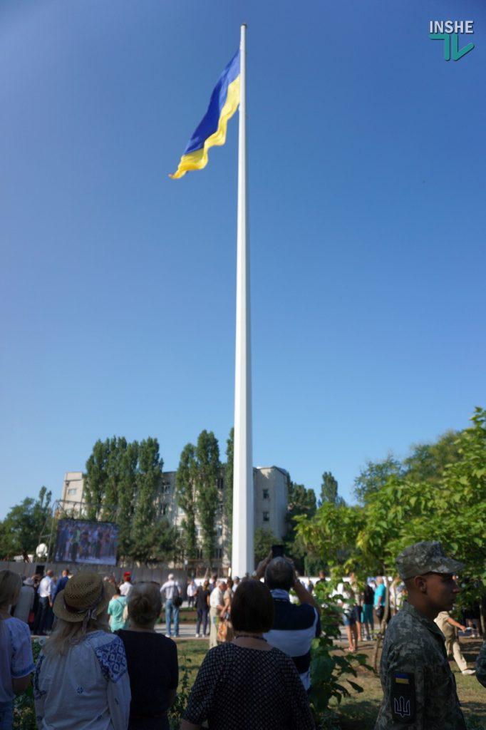 В Николаеве подняли самый большой Флаг Украины в Николаевской области (ФОТО и ВИДЕО) 27