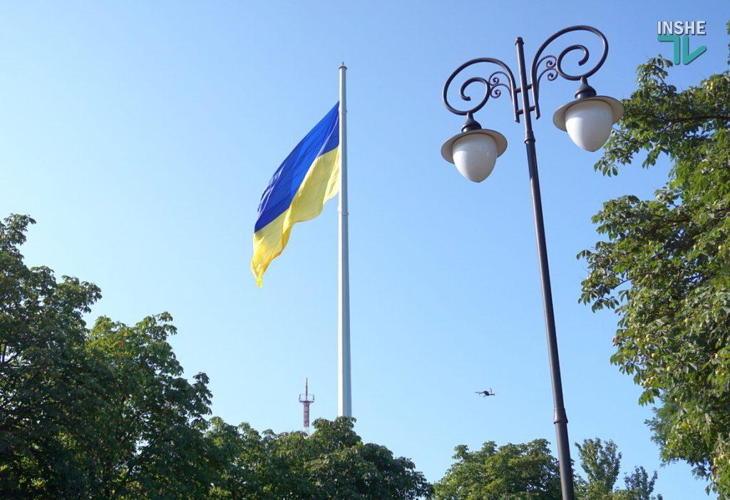 В Николаеве подняли самый большой Флаг Украины в Николаевской области (ФОТО и ВИДЕО) 29