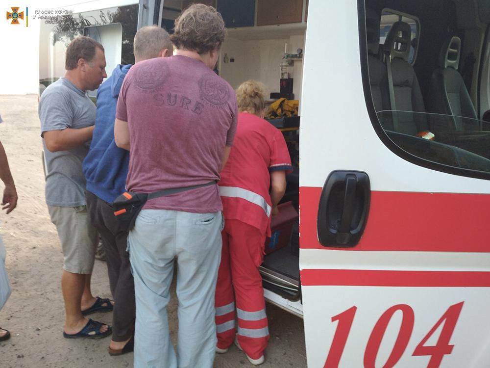 Николаевец пробил руку стальным наконечником на заборе, вызволяли спасатели (ФОТО) 5