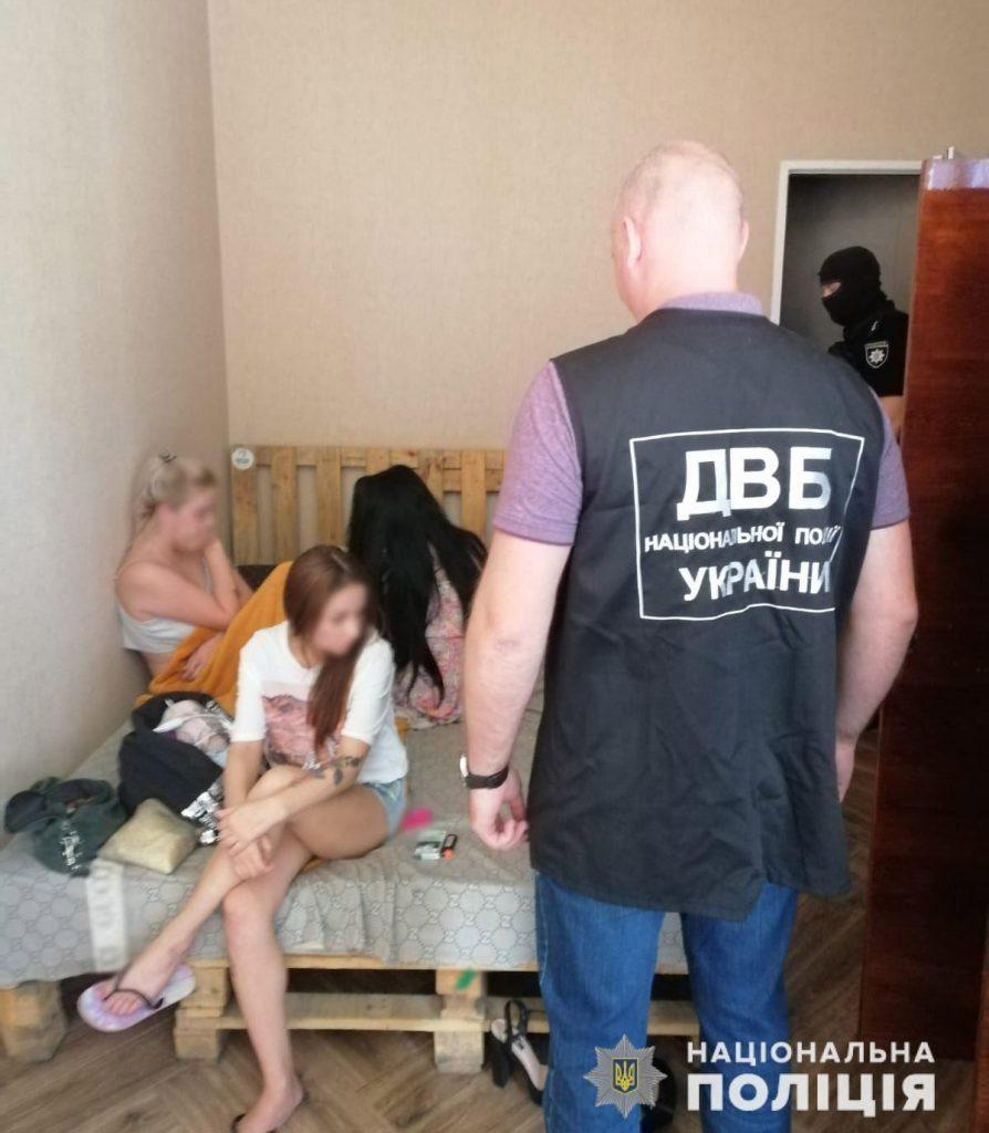В Николаеве задержали группу сутенеров, работавших в одной из гостиниц (ФОТО) 7