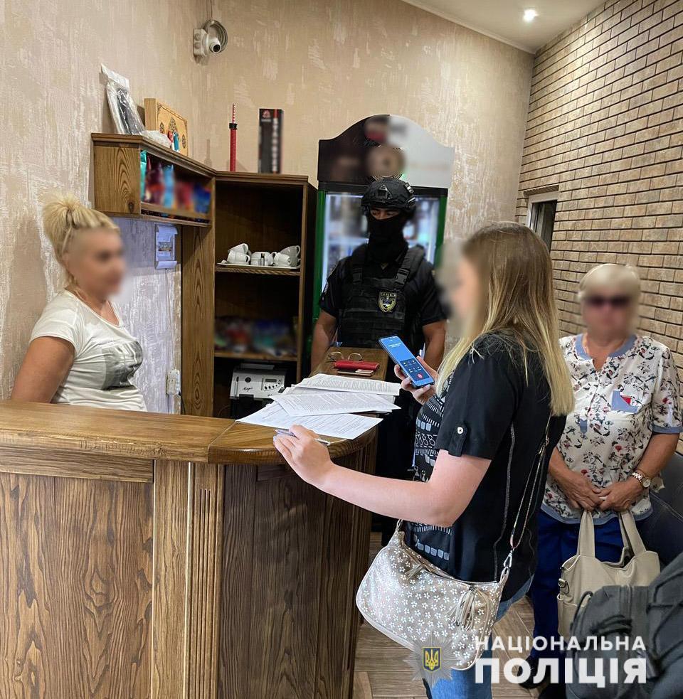 В Николаеве задержали группу сутенеров, работавших в одной из гостиниц (ФОТО) 5