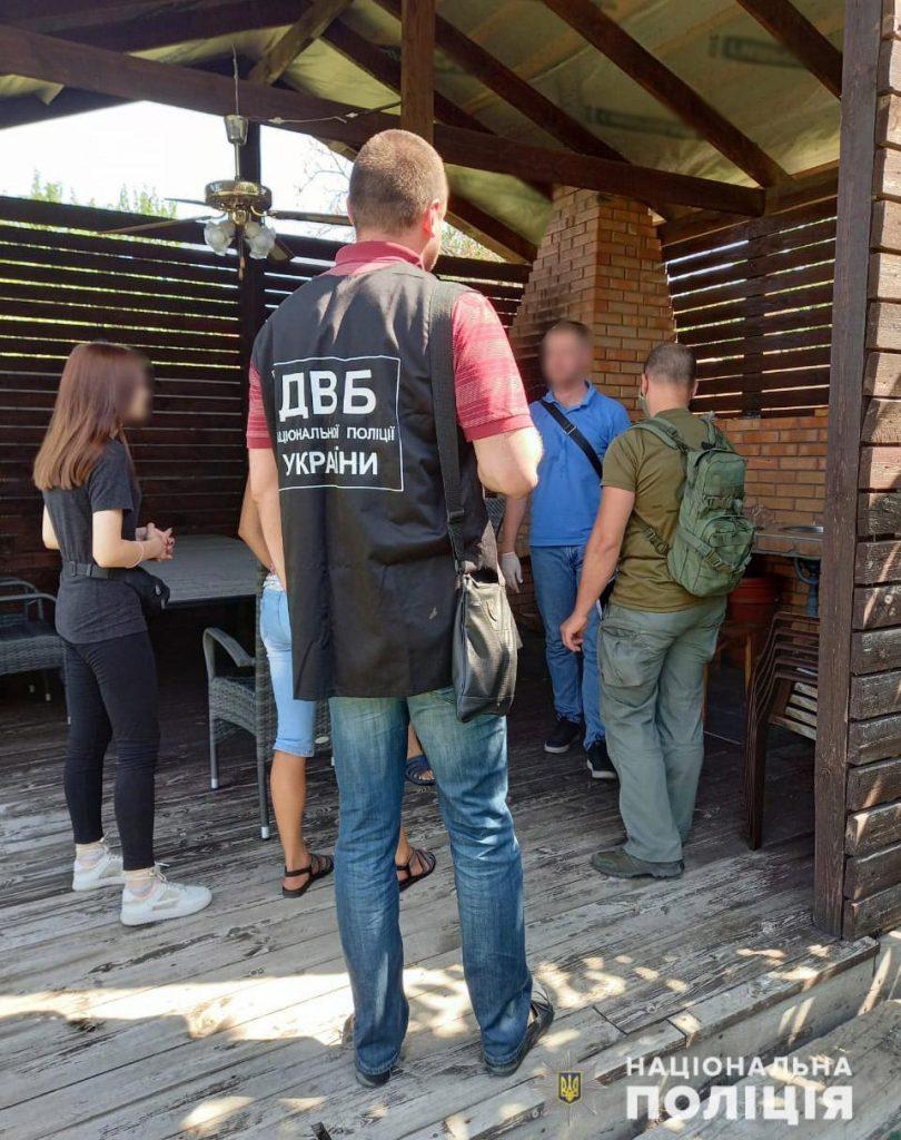 В Николаеве задержали группу сутенеров, работавших в одной из гостиниц (ФОТО) 1
