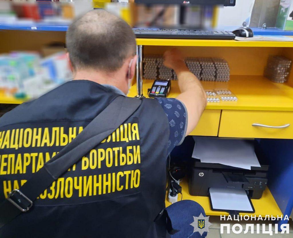 Четыре аптеки в Николаеве продавали лекарства с кодеином без рецептов, - полиция открыла дела 3