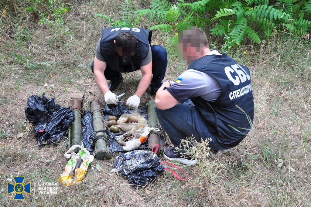 В Николаеве, Киевской и Луганской областях обнаружили тайники с гранатами и минами (ФОТО) 7