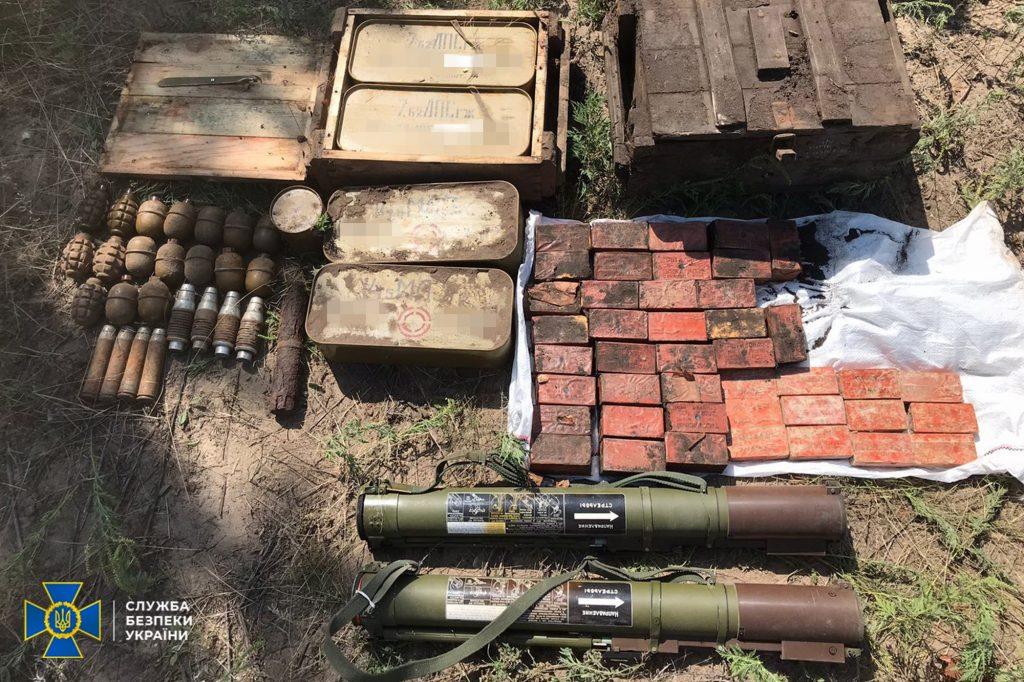 В Николаеве, Киевской и Луганской областях обнаружили тайники с гранатами и минами (ФОТО) 9