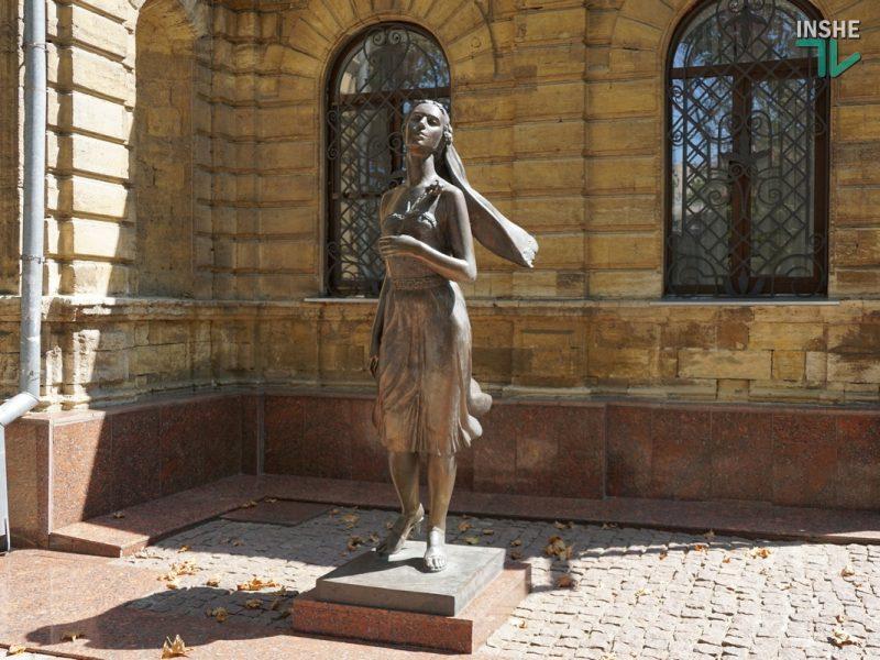 Николаевский мэр пообещал заказать у скульптора Макушина жениха для «бегущей невесты»